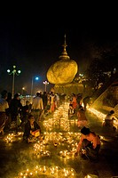 Myanmar, Kyaiktiyo, Golden Rock, Festival of candles