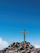 Summit cross of Pico de las Nieves against a blue sky, Caldera de Taburiente National Park, Degollada del Barranco de la Madera, La Palma, Canary Isla...