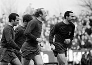 Fussball, Bundesliga, Saison 1967/1968, Boekelbergstadion in Moenchengladbach, Borussia Moenchengladbach gegen FC Bayern Muenchen 1:1, Jubel der Muenc...