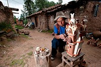 Peru, Ayacucho, handicraft .Eloy Yupanqui working outside his house in the countryside of Quinoa.