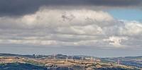 Unzählige Windräder auf den Hügeln des Apennins sorgen wie hier in der Region Molise für Energie