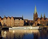 Germany, Bremen, Weser, Freie Hansestadt Bremen, Weser riverbank, promenade, old town, evening, sunset, church towers, evangelic parish church Unsere ...