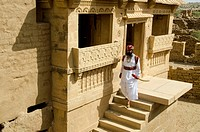 man wearing traditional costume Shiva temple kuldhara Jaisalmer Rajasthan India Asia MR#704