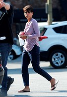 Halle Berry grabs lunch on the set of 'Extant' Featuring: Halle Berry Where: Los Angeles, California, United States When: 07 May 2014 Credit: Cousart/...