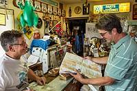 Illinois, Staunton, Main Street, Historic Route 66, Henry´s Ra66it Ranch, inside, man, map, rabbit.