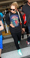 Iggy Azalea is surrounded by fans as she arrives at Los Angeles International (LAX) airport Featuring: Iggy Azalea Where: Los Angeles, California, Uni...
