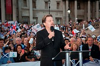 Eddie Izzard speaks at the Let's Stay Together Rally in London's Trafalgar Square. Featuring: Eddie Izzard Where: London, United Kingdom When: 15 Sep ...