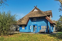 The Kunstkaten Ahrenshoop was built in 1909, designed by the painters Paul Müller-Kaempf and Theobald Schorn and is one of the oldest galleries in Nor...