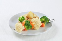 Vegetable skewer and potatoes