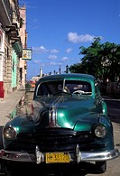 A classic green US 1950s car, parked on the Malecon.