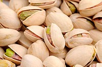 Salted and roasted pistachios
