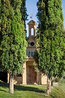 Little chapel in Lucignano d´Asso, Tuscany, Italy.