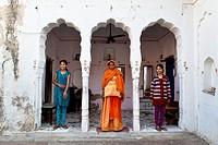 India, Rajasthan, Mandawa, local family.