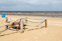 Rope log fence beach sand table bench waste bin