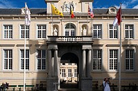 The Chambers (or Oude Griffie) is a smaller building, located left of the City Hall. Its renaissance facade dates back to the 16th century. As the Bas...