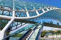 Peace Bridge over the Mtkvari river, Designed by Italian architect Michele de Lucci, Tbilisi, Georgia, Caucasus, Middle East, Asia.