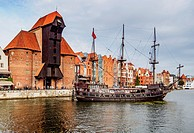 Poland, Pomeranian Voivodeship, Gdansk, Old Town, Motlawa River and Medieval Port Crane Zuraw.