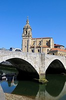 San Antonio church and Nervión river.Bilbao city.Bizkaia province.Euskadi.País Vasco.Spain
