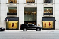 New York City, Manhattan. Chauffeur Dirven SUV Limo Stopped in Front of Barney´s New York, an Upscale Clothing Store on Madison Avenue.