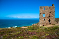 ruin of old tinfactory at north coast of Cornwall near St. Agnes, Engeland