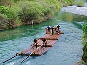 Descending with almadias (raft made of the trunk of a tree) Esca River. Burgui. Valle del Roncal. Navarra, Spain