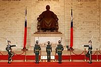 Changing the guard at Chiang Kai Shek Memorial with Chiang Kai Shek´s statue in the background, Taipei, Taiwan.