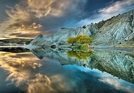 Blue Lake reflection, autumn dawn, St Bathan´s, Central Otago