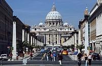 Looking up Via della Conciliazione towards St Peter´s Basilica in the Vatican