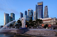 Singapore skyline and Merlion statue at first light, viewed from Merlion Park, Singapore