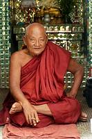 Elderlt monk at Botataug pagoda
