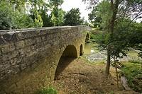 view on the bridge of artigues, Romanic bridge, GR65 way Compostela, France