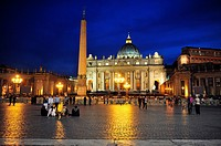 St  Peter´s Basilica in Vatican at night in Rome, Italy