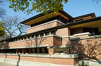 The Robie House in Chicago is a residence designed by American architect Lloyd Wright Frank. It is now a museum and a registered historical site.