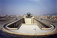 LINGOTTO CONFERENCE CENTRE, TURIN, ITALY, GIACOMO MATTE_TRUCCO + RENZO PIANO WORKSHOP, EXTERIOR, VIEW OF TEST TRACK ON ROOF.
