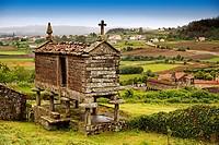 Typical ´horreo´, San Martin de Ozon, Way of St James, La Coruña province, Galicia, Spain