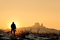 Silhouette of a man taking pictures of a landscape during sunset, Goreme, Capadocia, Turkia.