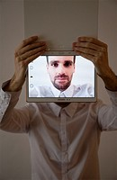 Man´s Photo Selfie on Samsung Screen.