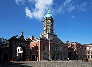 The Bedford Tower (1761) in the Upper Yard, Flanked by the gates of Fortitude and Justice,. Dublin Castle,. Dublin City, Ireland.