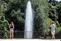 Spain, Europe, Spanish, Madrid, Retiro, Parque del Buen Retiro, Buen Retiro Park, city park, fountain, Hispanic, man, woman, couple,