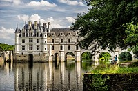 Tourist photographing the Chenonceau castle from Le Cher River (department of Indre-et-Loire, region of Centre-Val de Loire, France).