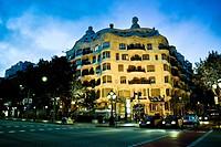 Casa Milà, better known as La Pedrera at night. Designed by the Catalan architect Antoni Gaudí in the Eixample district. Passeig de Gràcia, Barcelona,...