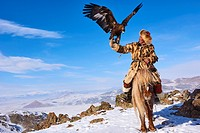 Mongolia, Bayan-Olgii province, Seil habi, Kazakh eagle hunter with his Golden Eagle in Altai mountains.