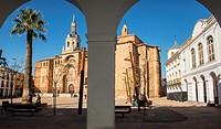 Plaza de la Constitución and Iglesia de Nuestra Señora de la Asunción. Manzanares. Ruta de Don Quijote. Province of Ciudad Real. Spain