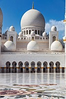 Interior courtyard of the Sheikh Zayed Grand Mosque in Abu Dhabi, with colourful inlaid marble flower motifs and main prayer hall dome, Abu Dhabi, Uni...