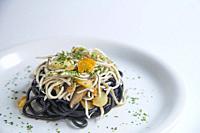 Black spaghetti with eels, garlic, mushrooms and persley.
