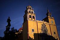The Basilica of Our Lady of Guanajuato in Guanajuato and the silhouette of the Monumento a la Paz (Peace monument) in Guanajato, Mexico.
