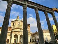Basilica di San Lorenzo Maggiore, Roman Column, Milano, Milan, Lombardy, Italy, Europe.