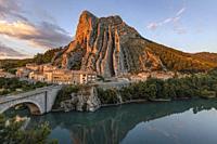 Sisteron, Alpes-de-Haute-Provence, France, Europe.