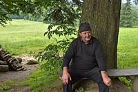 Jan pres de sa fromagerie d'alpage dans la campagne autour de Zakopane, region Podhale, Massif des Tatras, Province Malopolska (Petite Pologne), Polog...