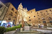 Monumento al Maestro Salinas and the Casa de las Conchas, Salamanca City, Spain, Europe.
